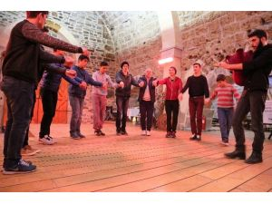 Çocuklar Tirit Gecesinde Doyasıya Eğlendi