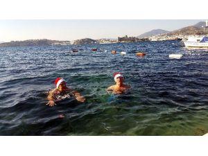 Bodrumlular Noeli Denizde Karşıladı