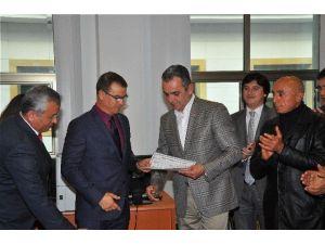 CHP İl Başkanı Esen Mazbatasını Aldı