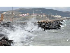 Şiddetli Rüzgar Deniz Ulaşımını Aksattı