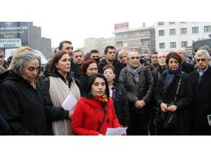 Barış savunucuları Diyarbakır'dan seslendi: Yürekler bölünüyor