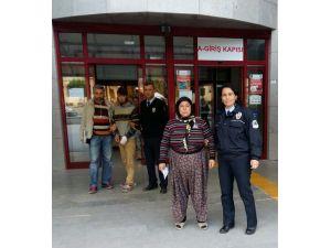 Balkondan 2 halı çalan anne ile oğlu tutuklandı