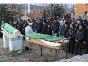 İki aile arasında çıkan kavgada hayatını kaybeden dört kişiden ikisi defnedildi