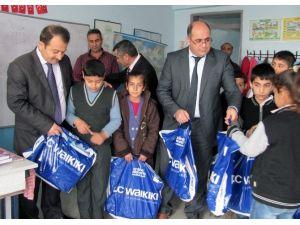 Araban Kaymakamlığı Bin 270 Fakir Öğrenciye Giyim Yardımı Yaptı