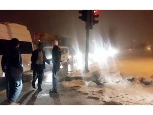 Bitlis'te Kar Yağışı Trafikte Aksamalara Neden Oluyor