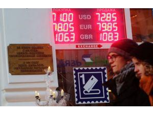 Ruble 2015'te dolara karşı yüzde 24 değer kaybetti