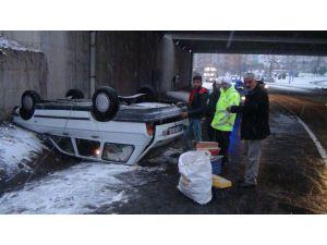 Alt geçitte buzda kayan araç takla attı
