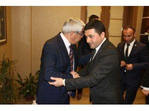Kars Ülkü Ocakları Yönetiminden Başkan Karaçanta'ya Tebrik Ziyareti