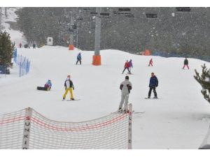 Palandöken Kayak Merkezinde Kar Kalınlığı 80 Santimi Buldu