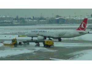 Atatürk Havalimanı'nda kar alarmı