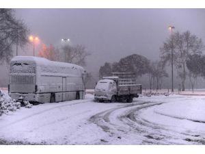 Anadolu yakasında kar etkisini sürdürüyor