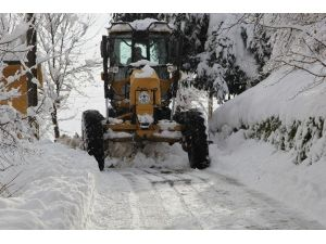 Giresun Merkez'de Kar İle Mücadele Devam Ediyor