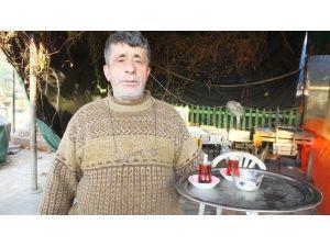 Burhaniye'de Emekli Berber Başarılı Çaycı Oldu