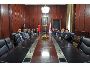 Birlik Vakfı Sakarya Şubesi TBMM Başkanı Kahraman'ı Ziyaret Etti
