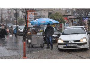 Bandırma'da Kar Yağışı Başladı