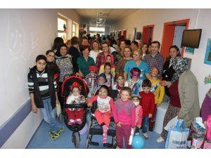 AÜ'de Böbrek Hastası Çocuklara Yeni Yıl Eğlencesi