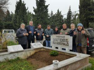 Gazeteci Ahmet Demirel mezarı başında anıldı