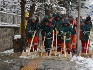 Belediyenin Karla Mücadelesi Başladı