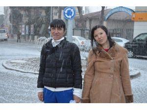 Kula'da Beklenen Kar Yağışı Başladı