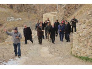 Vali Zorluoğlu Harput'ta İncelemelerde Bulundu