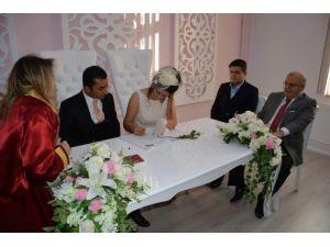 Nikah Odasının Açılışını Yapan Vali Şentürk İlk Nikahın Da Şahidi Oldu