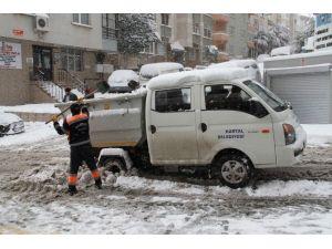 Kartal Belediyesi Karla Mücadele Ekipleri Aralıksız Çalışıyor