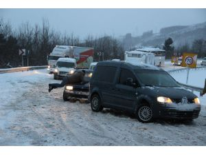 Kar yağışından dolayı vatandaşlar yolda kaldı