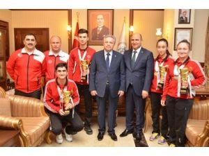 Şampiyonlardan Vali Kahraman'a Ziyaret