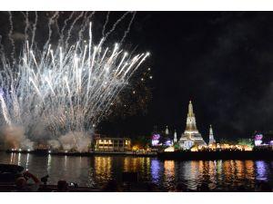 Tayland 2559 yılına coşku ile girdi