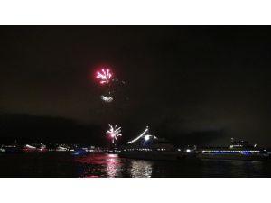 Boğaziçi Köprüsü'nde ışık ve havaifişek gösterisi beklentisi boş çıktı
