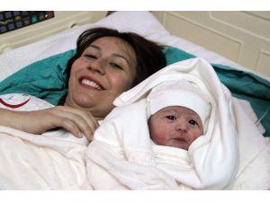 """Çorum'da Yeni Yılın İlk Bebeği """"İnci Fatma"""" Oldu"""