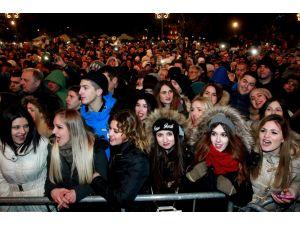 Sırplar yeniyıla şarkılarla girdi