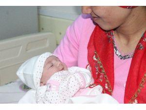 """Konya'da Yeni Yılın İlk Bebeği """"Zeynep"""" Oldu"""