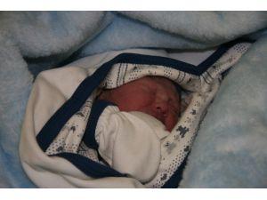 Afyonkarahisar'da Yılın İlk Bebeği 00.07'de Dünyaya Geldi