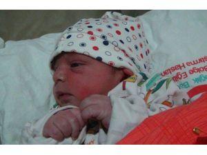 Yeni Yılın İlk Bebeği 'Ömer' Dünyaya Geldi