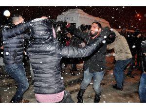 Yeni Yıla Kar Üstünde Karşılama Oynayarak Girdiler