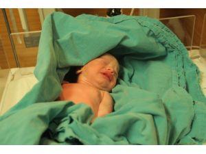 Elazığ'da Yeni Yılın İlk Bebeği Ayşegül Oldu