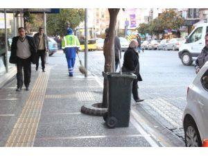 Aydın'da Bulvar Ve Caddelerdeki Çöp Sepetleri Kaldırıldı