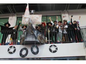 TED İzmir Koleji Öğrencileri Yeni Yılı Korsan Gemisinde Karşıladı