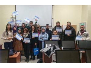 Yıldız Teknik Üniversitesi'nde Öğrenciden Öğrenciye Programlama Dili Eğitimi