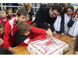 Başkan Gönenç Sporcu Çocuklar Ve İşçilerle Yeni Yılı Kutladı