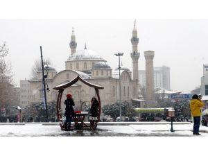 Malatya'ya yılın ilk karı düştü