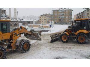 Akdağmadeni Belediyesi Kar Temizleme Çalışmalarını Sürdürüyor