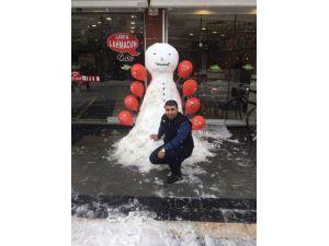 Kardan Adam Çocukları Sevindiriyor