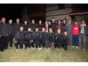 Başkan Mehmet Tutal, Yıldız Ve Genç Voleybol Takımı Kadrosu İle Yemekte Buluştu