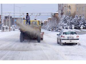 Doğu'da bin 422 köy yolu kardan kapandı