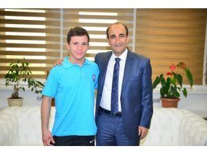 Halterin Altın Çocuğundan Türkiye Şampiyonluğu
