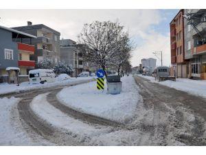 Kar yağışı Karacabey'i beyaza bürüdü