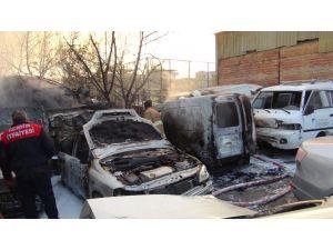 Sanayi sitesinde çıkan yangında 11 araç yandı