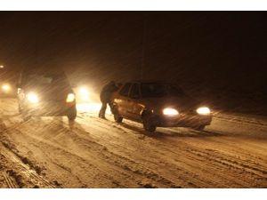 Şanlıurfa'da Kar Sürücülere Zor Anlar Yaşattı